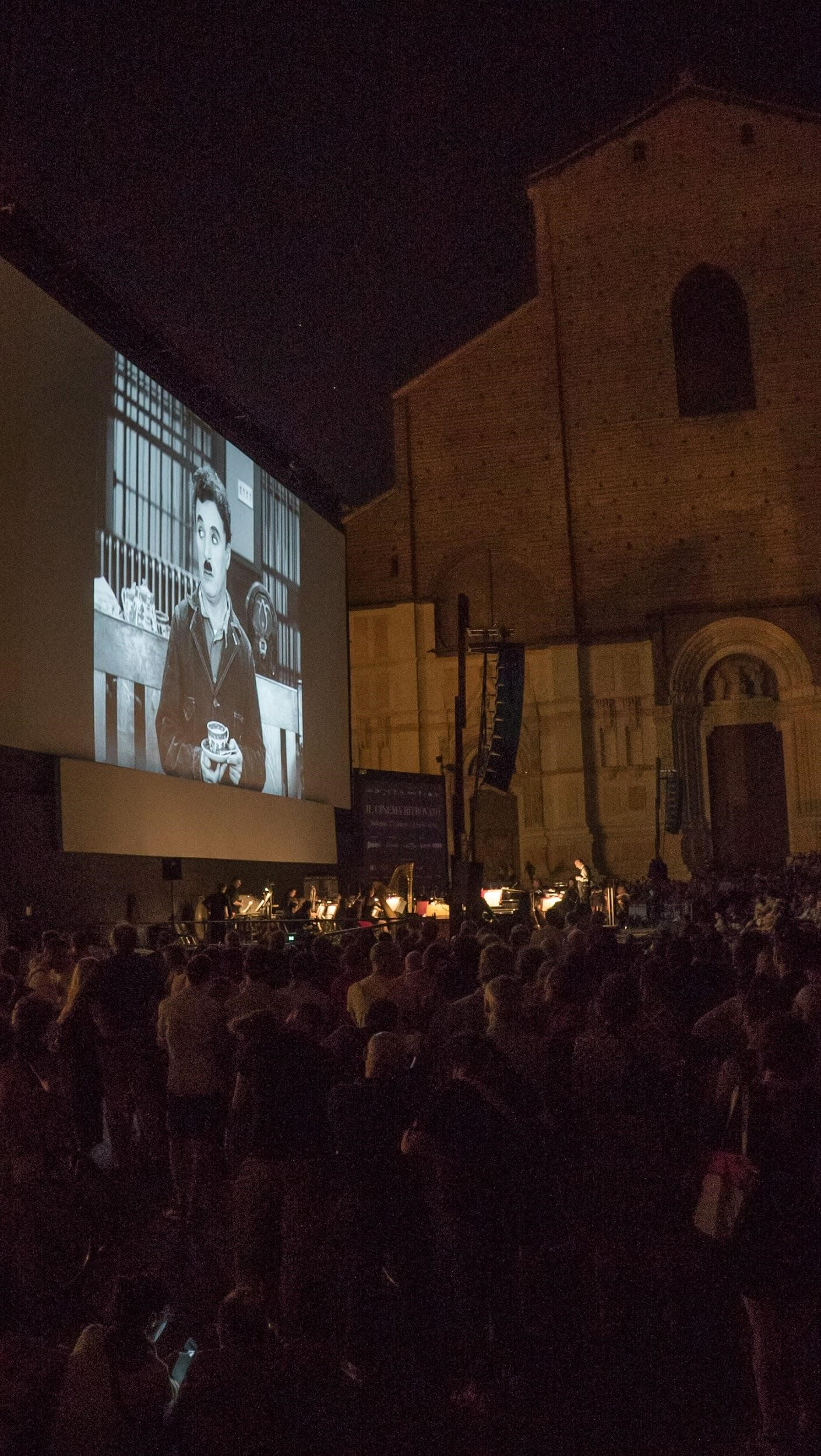 Modern Times (1936) at Piazza Maggiore. All seats were taken and people stood around just to catch a glimpse of Little Tramp. Live music accompaniment was directed by Timothy Brock and performed by the Teatro Comunale di Bologna Orchestra.